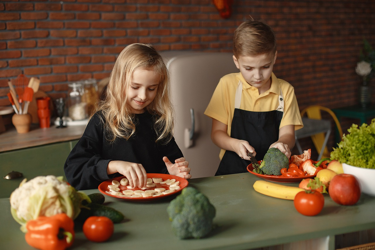 children 5626030 1280 - Helping Your Children Develop Healthy Eating Habits